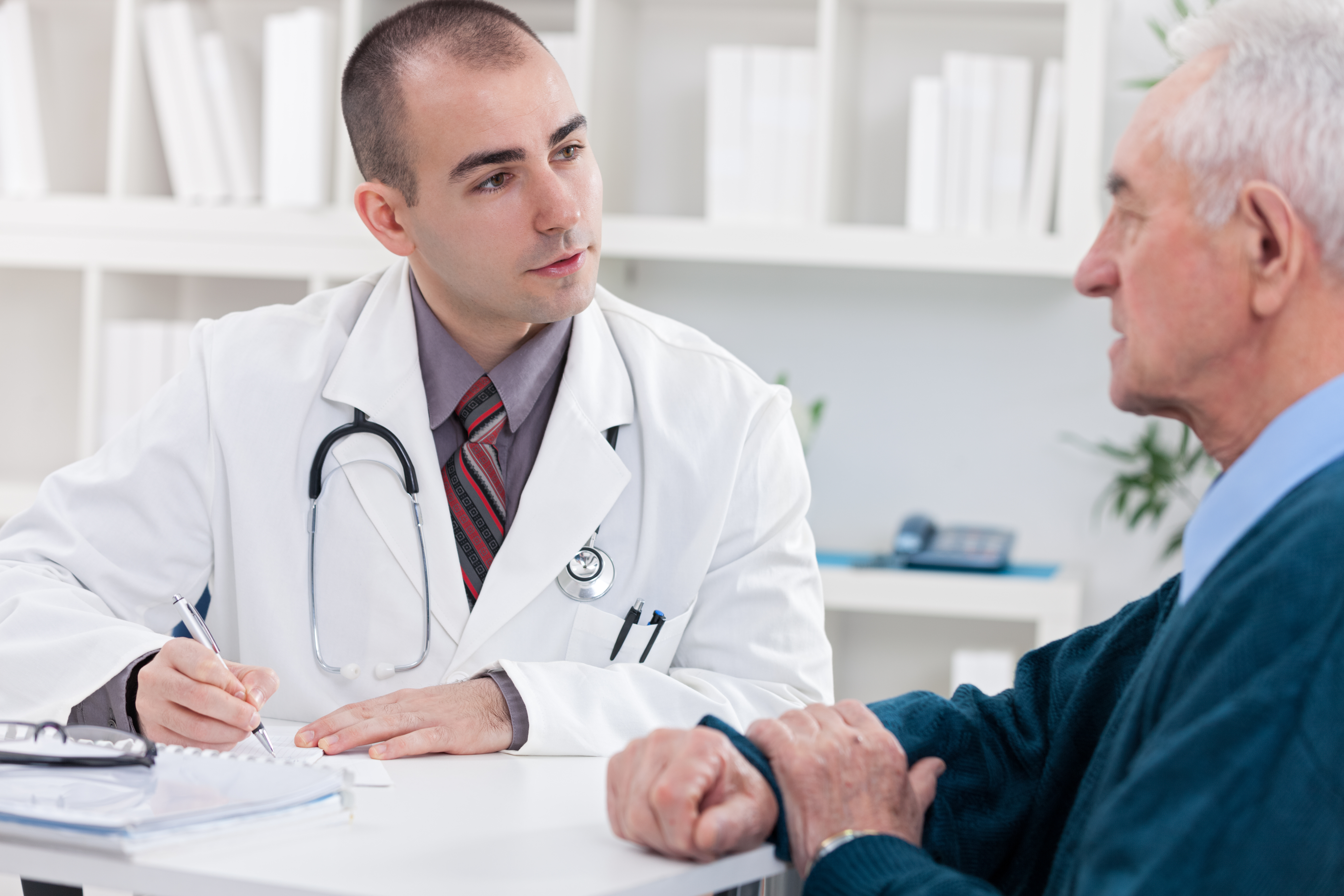 doctor explaining diagnosis to his male patient.